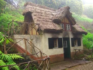 Traditionelles Häuschen an der Lavada