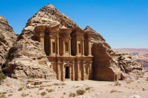Wandern in der Felsenstadt Petra in Jordanien