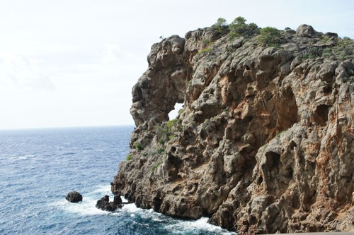 Der Lochfelsen am Kap Foradada