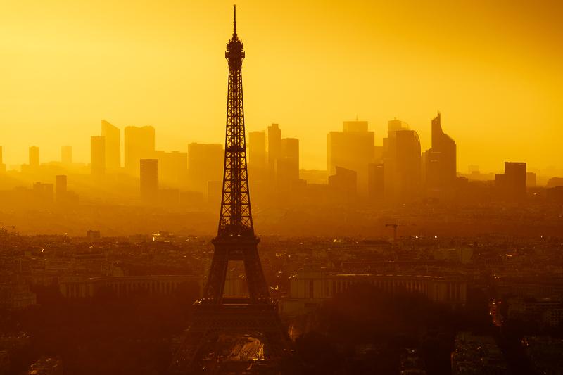Der Eiffelturm zur Goldenen Stunde