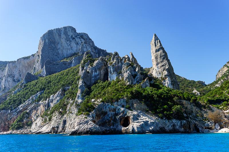 Die Steilküste im Osten von Sardinien