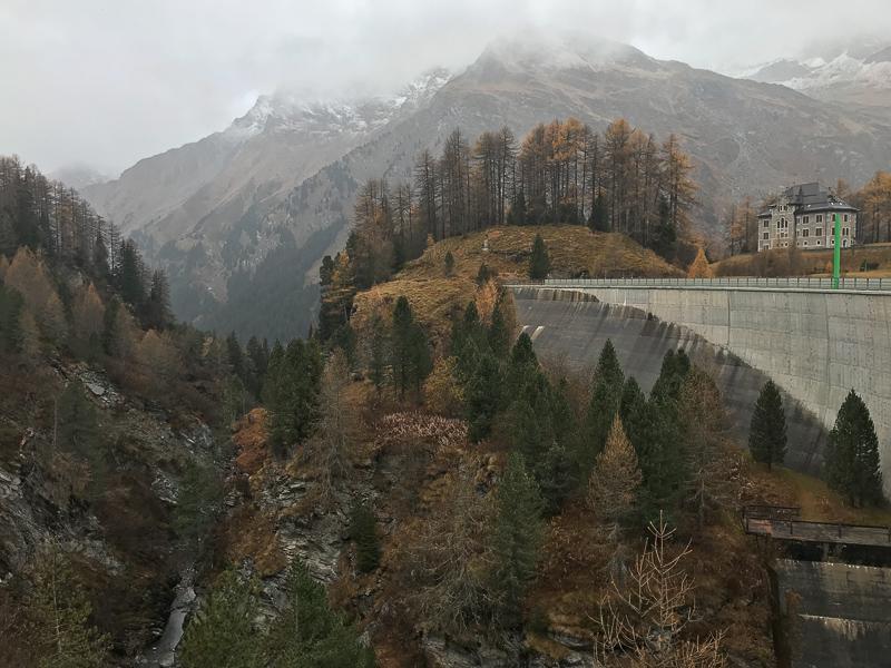 Staudamm am Passo del Maloja