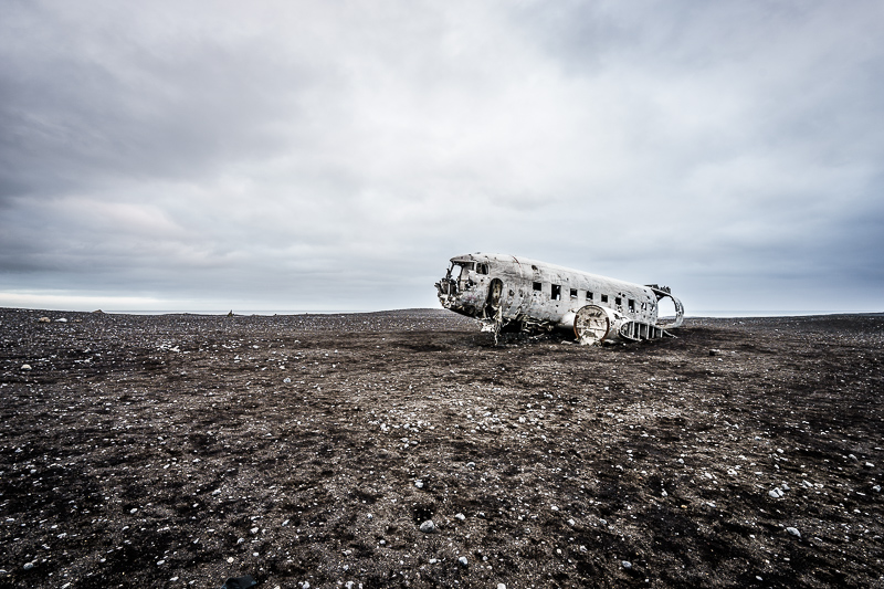 Flugzeugwrack einer DC-3 am Strand